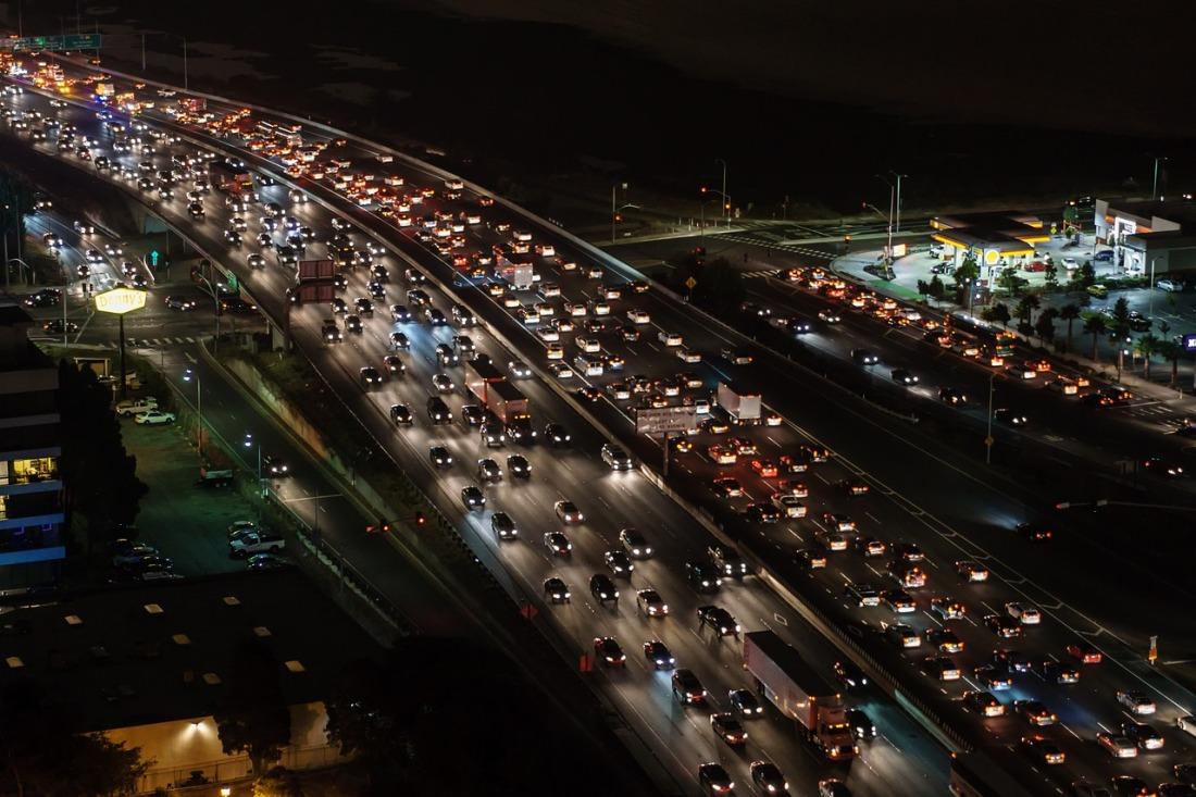 traffic-jam-1703575_1280.jpg